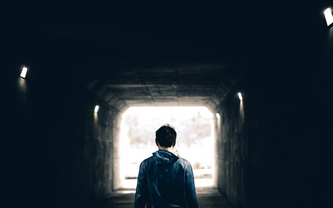 SUICIDIO EN ADOLESCENTES Y JÓVENES